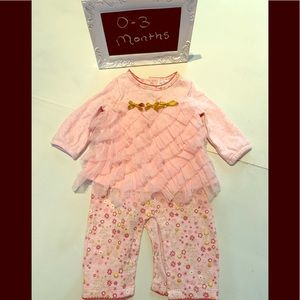 Le top Bebe pink ruffle outfit